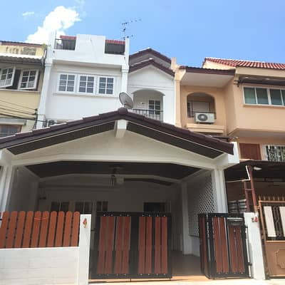 For rent townhouse25sq. wa3 bed3 bath new decorated full furnished, near BTS Punnawithi,600 meters, rent 25,000 baht
