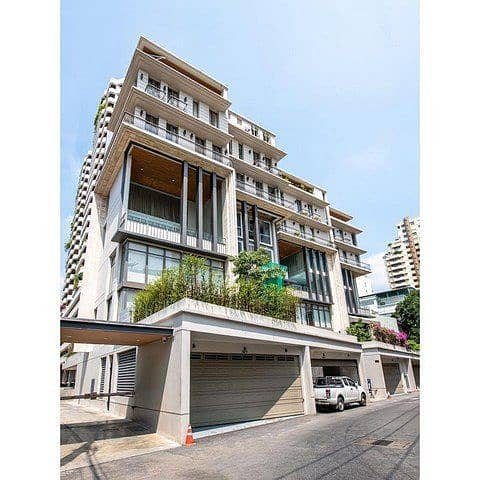 For rent Townhome 5 floors 680 square meters 749 Residence near BTS Phrom Phong.