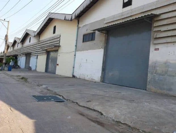 Factory, warehouse for rent, size 525 -840 sqm. , Om Noi area, Krathumban, Samut Sakhon. Request a license for factory Rong. 4 can be in front of the warehouse next to the road can go off Petchkasem