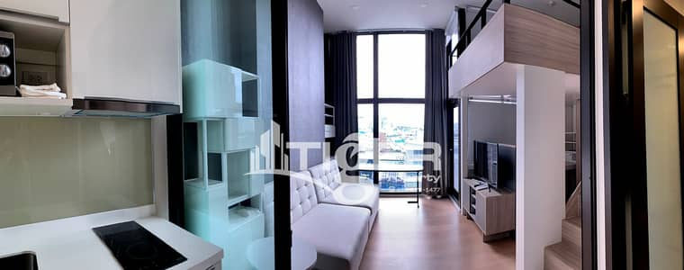 1 Bedroom Condo for Rent in Ratchathewi, Bangkok - LSCR07 1-bedroom / 1-bathroom Classic kitchen unit for rent at Chewathai Residence Asoke, includes a balcony