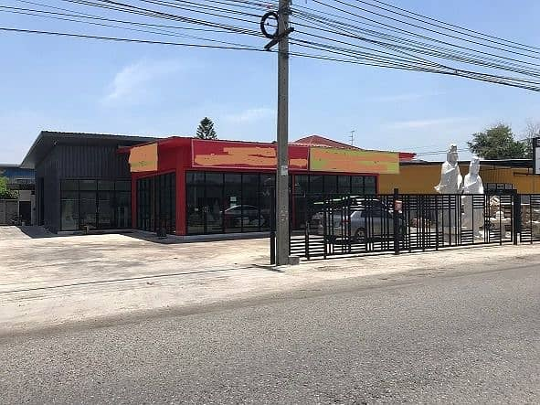 KR130 Showroom for rent with warehouse on the road Chalerm Phrakiat 9, area 526 square meters, suitable for distribution centers, showrooms