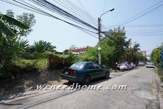 Land for sale at Prachachuen 150 square meters, good location, near the expressway and the train, suitable for building a house. And apartments
