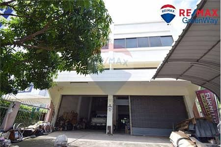 Commercial Building for Sale in Thawi Watthana, Bangkok - Selling commercial buildings, width 9.5 meters On Borommaratchachonnani Road with land 278 square meters