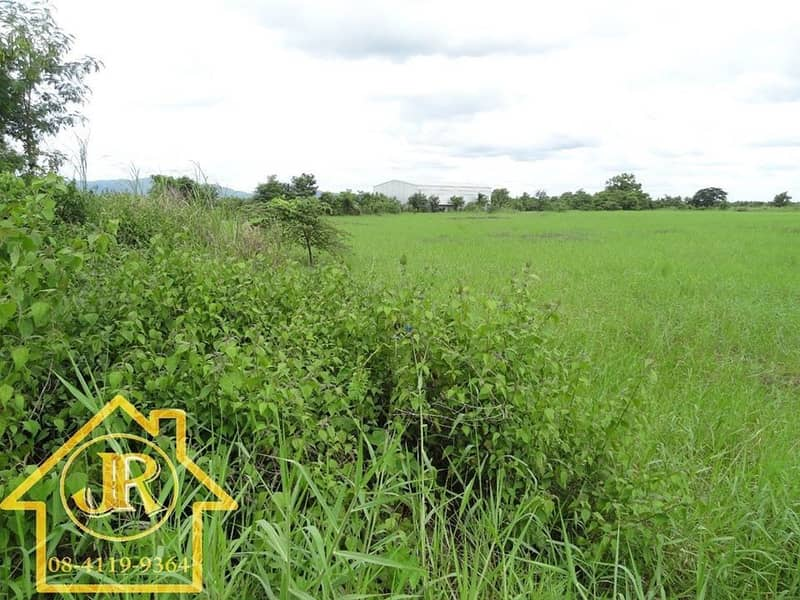 Cheap land for sale on the main road, line 21, Saraburi - Lom Sak, convenient to travel. With buildings, large warehouses Width about 300 meters