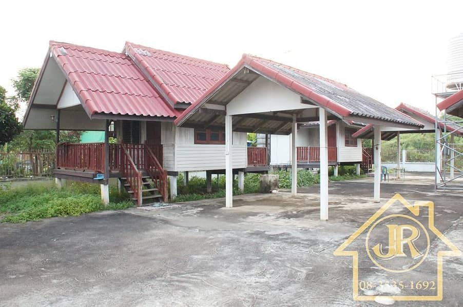 Selling cheap, quick, 4 houses for rent with convenient parking. There are two entrances and exits, a fence around an area of 2 NES3 Kor. Can be filed for recovery.