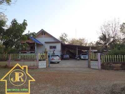 3 Bedroom Home for Sale in Mueang Phetchabun, Phetchabun - Single house for sale With buildings on an area of 3 rai, the land in front of the road is about 100 meters