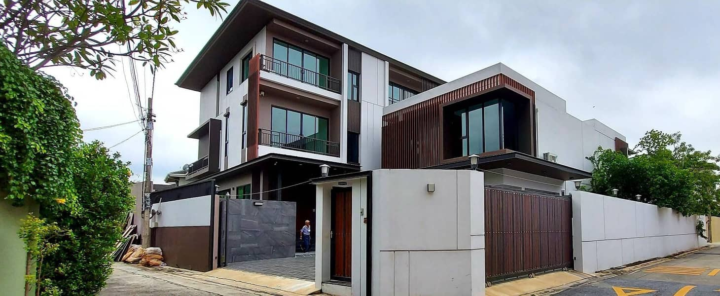 Sale Single House Sukhumvit 71 (6 bedrooms, 7 bathrooms, 1Maid, with pool, salt system Created according to Feng Shui principles)