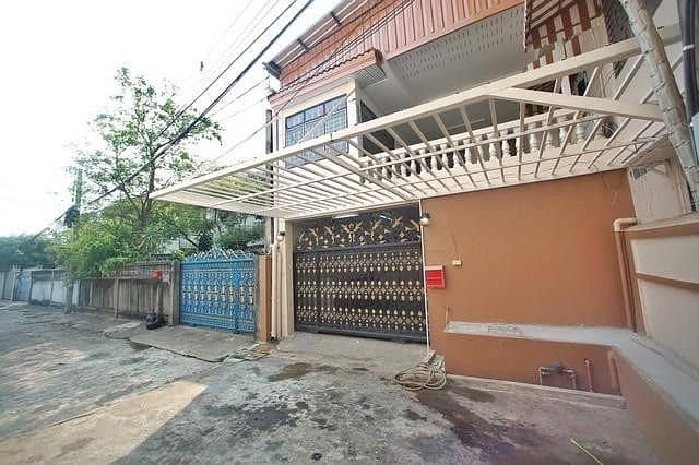 RH333J House for rent, 2 floors, 4 bedrooms, 5 bathrooms, Ratchada Soi 3, fully furnished.