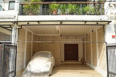 2 Bedroom Townhouse for Rent in Pathum Wan, Bangkok - 3-storey townhouse next to Soi Nai Lert, Wireless Road, empty room, 30 sq. w. 2 bedrooms, 2 bathrooms, 2 living rooms.