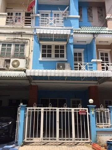 4 Bedroom Townhouse for Rent in Bang Kapi, Bangkok - H447-For rent 3-storey townhouse, Ketunut Chemine Village, Ladprao 87, convenient transportation, furnished and electrical appliances.  ready to move in