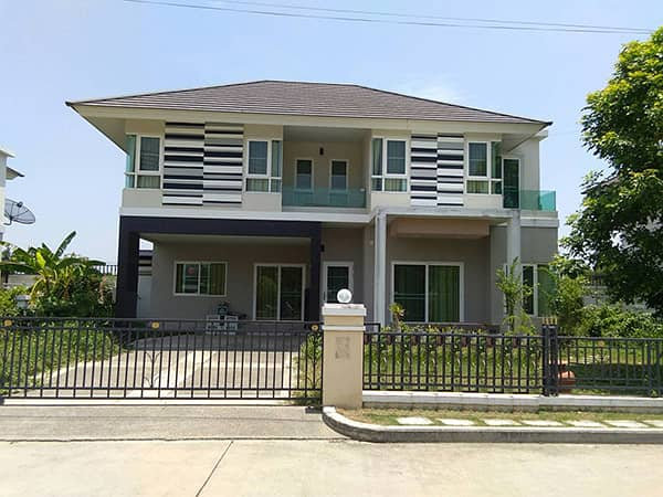 CM0333  Two-story house for sale. Only 10-15 minutes with 3 bedrooms,3 toilets, usable area of 80 sq m.