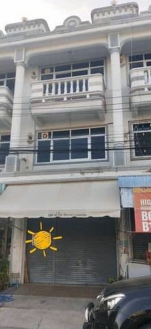 Sell below the express market, 3 and a half storey commercial building near the main road near the market