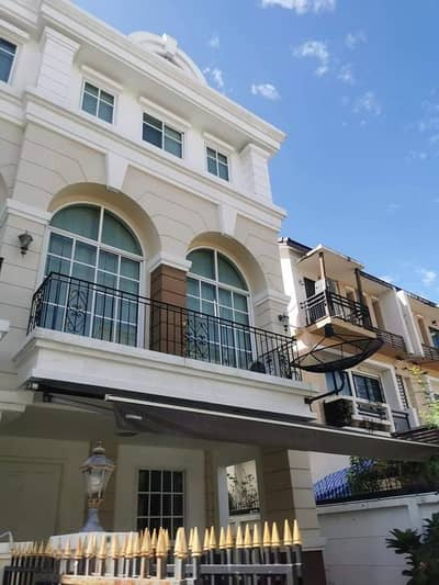 3 Bedroom Townhouse for Rent in Bang Kapi, Bangkok - H443-For rent, 3-storey townhome, Plus City Park, Soi Ramkhamhaeng 24. There are furniture and electrical appliances. ready to move in