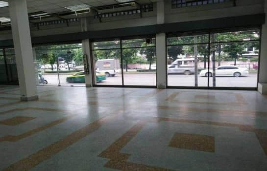 For rent, commercial building, 4 booths, next to Ratchadaphisek Road, near MRT Rama 9.