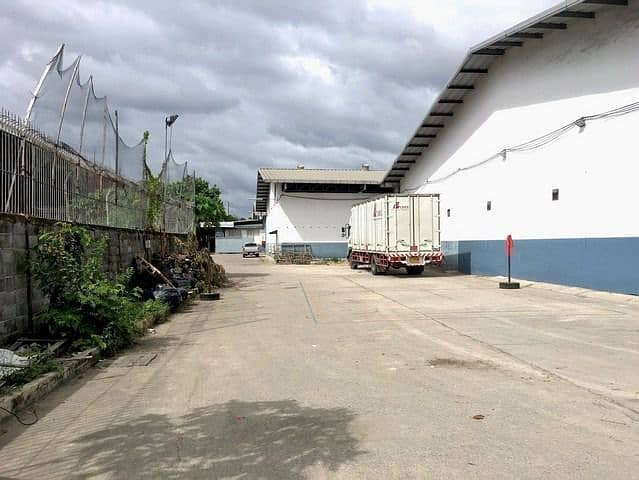 Warehouse for rent, area 816-4,000 sqm. , Purple area, near BTS Samrong.