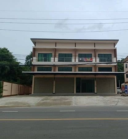 Sell or rent a 2.5-storey commercial building behind Kasemrad Hospital - Saraburi. Free at all costs