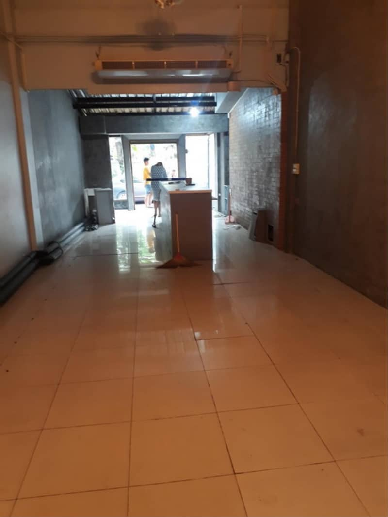 39372- Commercial Building + Rooftop For Rent, 4-story, Plot size 18 sq. wa. , Rambuttri Road
