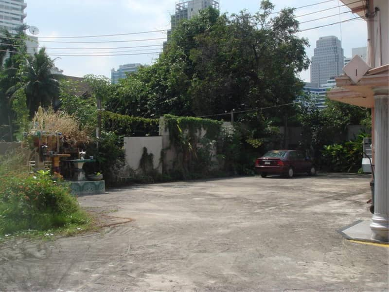 29885-Land with house for rent, on Sukhumwit 33 road, 153 sq. wa.