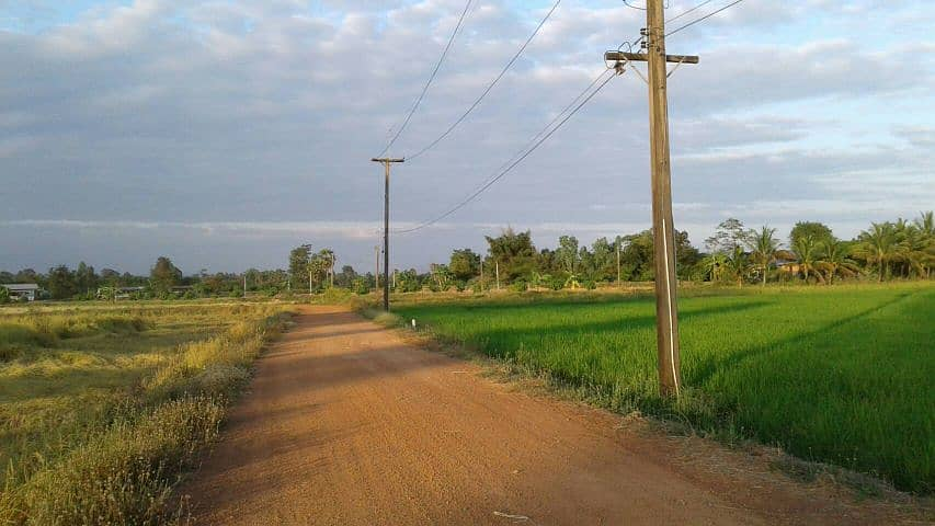 Good atmosphere land next to canal, beautiful field view, area 8 rai, width about 45 meters, concrete road to the front