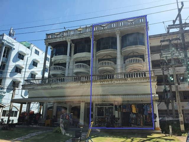 4 storey commercial building for sale, 2 units, at Mae Ramphueng Beach, next to Rayong Breeze Hotel, good for Guesthouse or restaurants business.