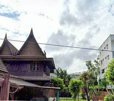 Thai traditional house for sale, Soi Udomsuk 43, area 275 square meters, price 25 million baht.