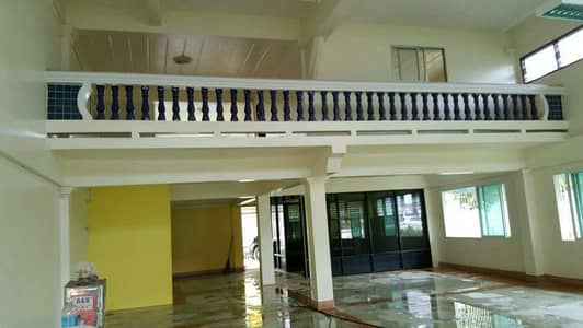 Office for Rent in Sattahip, Chonburi - Commercial building for rent. 2 booths, 4 floors, next to Sukhumvit Road, Bang Saray 35000 baht.