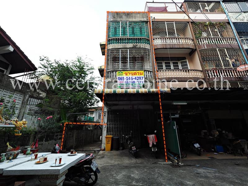 3.5-storey commercial building, Thip Village, Soi Charansanitwong 37