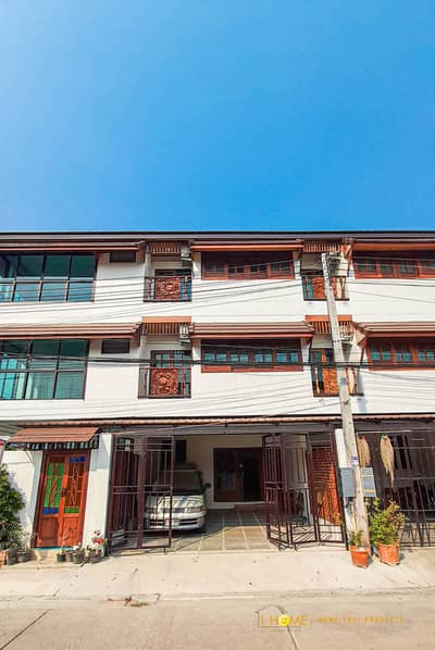 4 Bedroom Townhouse for Sale in Mueang Chiang Mai, Chiangmai - CG0310 Three storey townhouse for sale. Located near the city. 4  bedrooms and 5 bathrooms, 23 sq. wa.