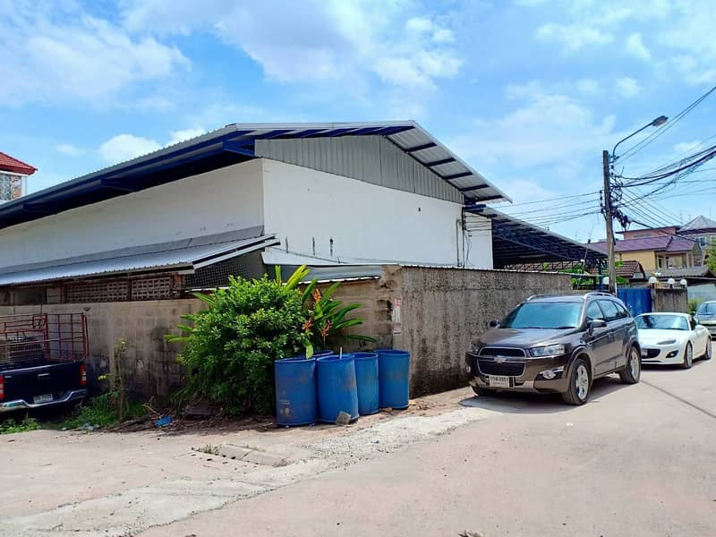 Factory for sale, area 177 square wah, usable area 570 square meters, office, water supply, electricity, ready to use Bang K Road, Nong Yai