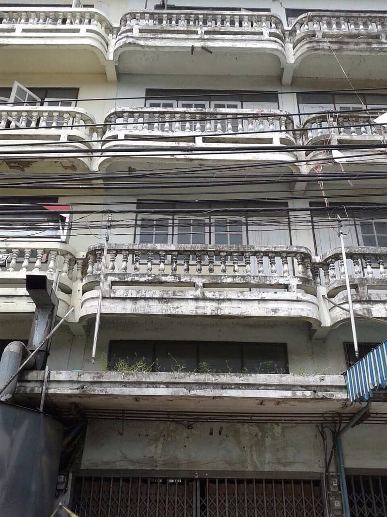 Rent a four-storey commercial building, 3rd line, Thawi Watthana, next to the main road (No. 688)