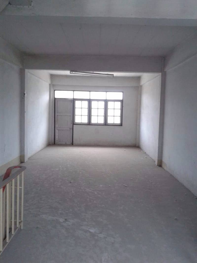Rent a four-storey commercial building, 3rd line, Thaweewattana, next to the main road (No. 48).
