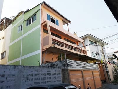 6 Bedroom Home for Sale in Yan Nawa, Bangkok - House for sale in Soi Sathupradit 57. Easy to travel in and out of many routes. near Central Rama 3