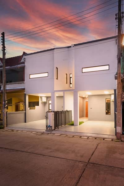 3 Bedroom Townhouse for Sale in Mueang Lamphun, Lamphun - House for sale, Townhome, 2 floors. In the heart of Lamphun, newly decorated, Minimal Modern Style