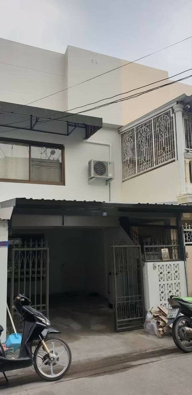 H468-Townhouse for sale, new condition, On Nut 50, ready to move in.