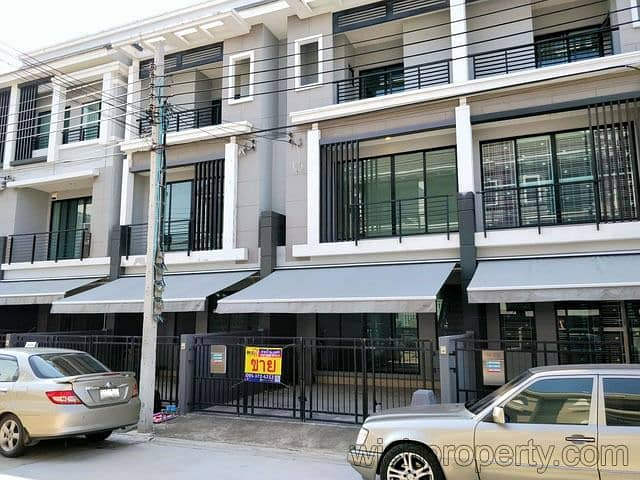 House for sale in the middle of Suksawat 20 square wa, 3 floors, 3 bedrooms, 3 bathrooms, 1 hand condition, next to Bhumibol Bridge