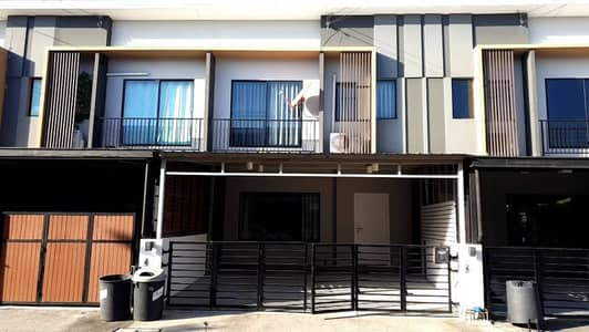 3 Bedroom Townhouse for Rent in Suan Luang, Bangkok - H473- 2-storey Townhome for rent, The Connect Phatthanakan 38, has furniture and electrical appliances. Convenient transportation, ready to move in
