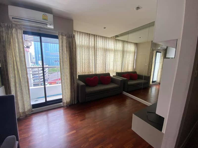 Lovely 1-BR Condo at Phayathai Place