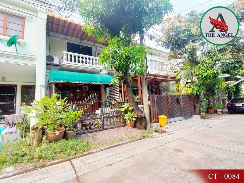 Townhouse ready to move in, located near BTS Soi Sukhumvit 54.