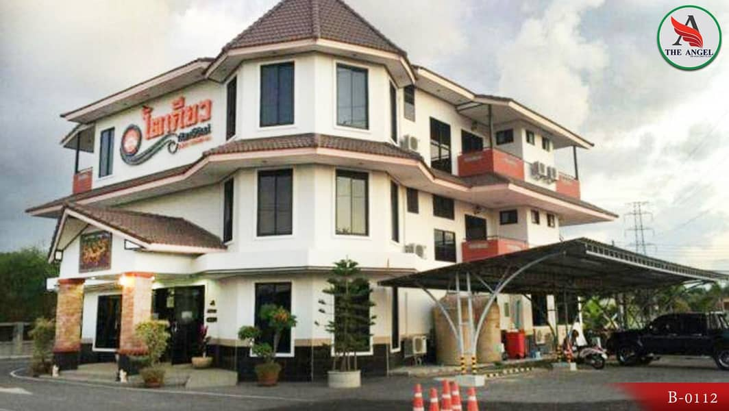 Hotel and Resort Muang Nakhon Ratchasima Luxurious rooms decorated beautifully with full amenities.