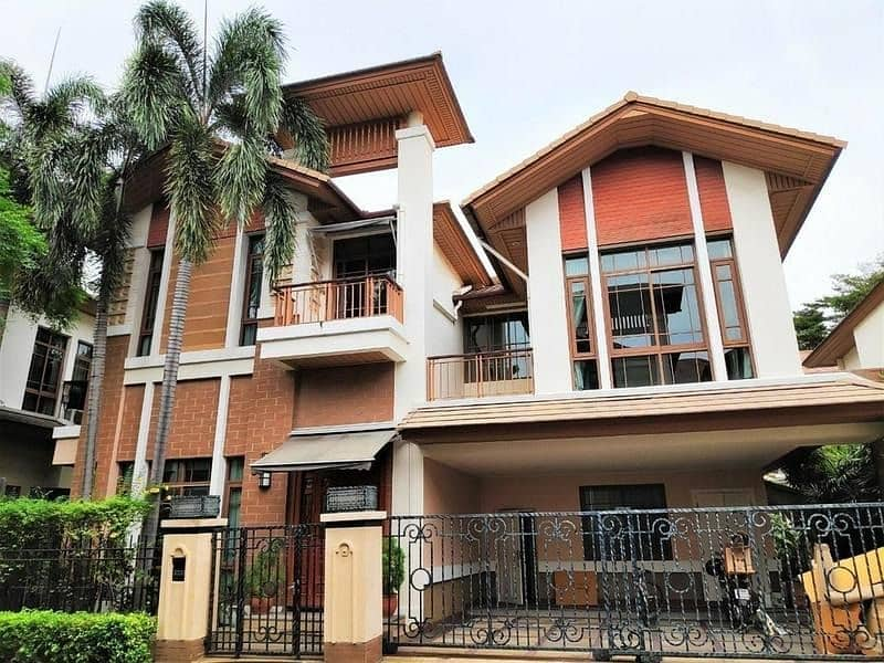 P09HF2004033 House for rent in Khlong Tan Nuea, 4 beds, 400 sq m, 170,000 baht.