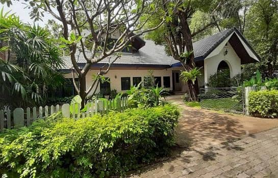 P09HF2004044 House for rent in Khlong Tan Nuea, 3 bedrooms, 400 sq m, 130,000 baht.
