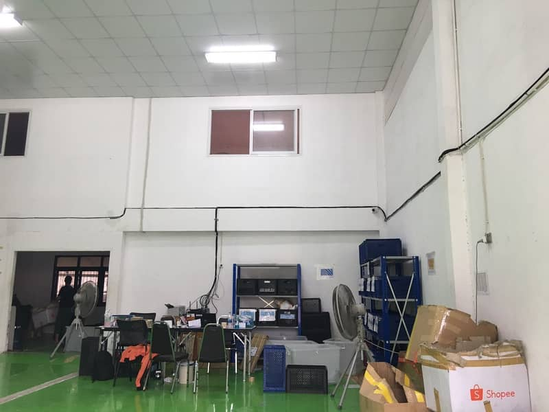 Warehouse for rent with office near MRT Sutthisan