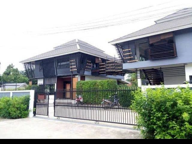 Two detached houses in Chiang Mai city