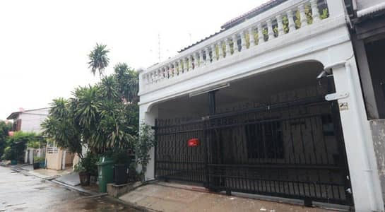 3 Bedroom Townhouse for Rent in Bang Na, Bangkok - House for rent, 2.5-storey townhouse, Maneeya Ville Village, Sukhumvit 101, next to BTS Punnawithi, 3 bedrooms, 2 bathrooms, rent 20,000 baht.