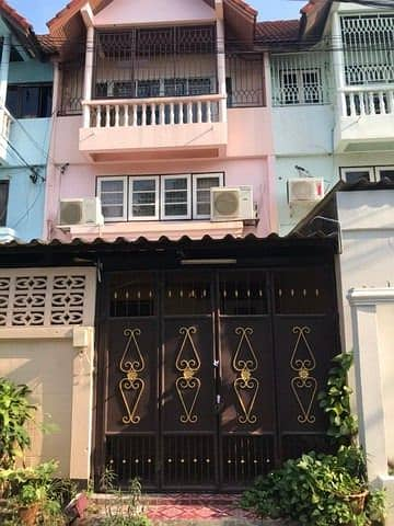 Rent Townhouse 4 bedrooms near BTS Udomsuk near Central Bangna.