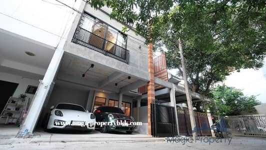 3 Bedroom Townhouse for Rent in Watthana, Bangkok - Modern loft style townhouse for rent, Sukhumvit 49, 2 storey townhouse, 3 bedrooms, 4 bathrooms, fully furnished, Jacuzzi tub.