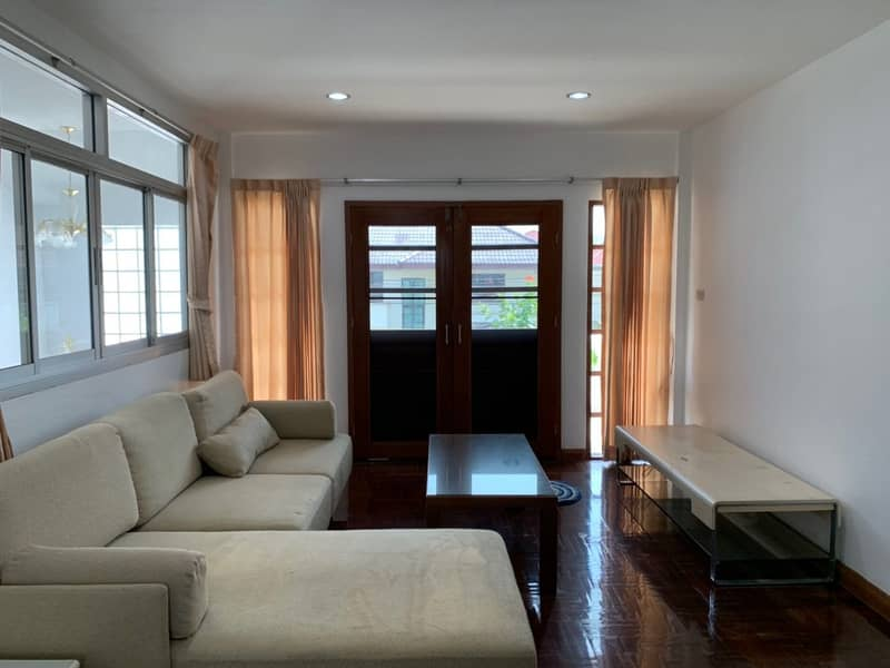 House for rent, Phakamas Village, area 300 sq. m. , 2 floors, 4 bedrooms, 4 bathrooms