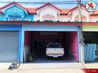 3 Bedroom Townhouse for Sale in Mueang Samut Sakhon, Samutsakhon - Townhouse Mahachai Sea View Khok Kham can access many routes.