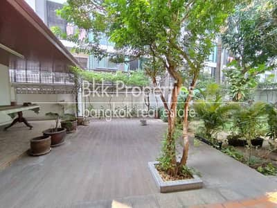 6 Bedroom Home for Rent in Watthana, Bangkok - Large Colonial Style Villa Thonglor Big Gardens Parking Quiet Soi