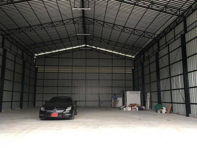 Warehouse for rent, area 308 square meters, Soi Nawamin 70, Prasert Manukit Road Near chocolate view